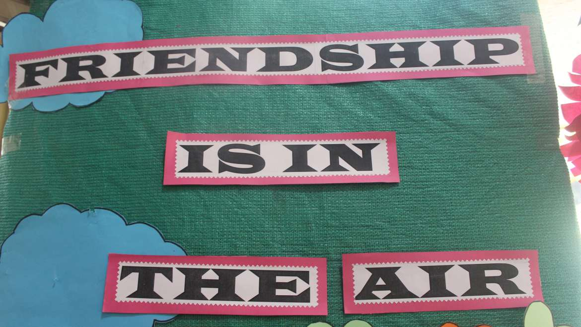 """❤ 👨👨👧👦 Fellow day 👨👧👧👭  """" Friendship is in the air"""""""